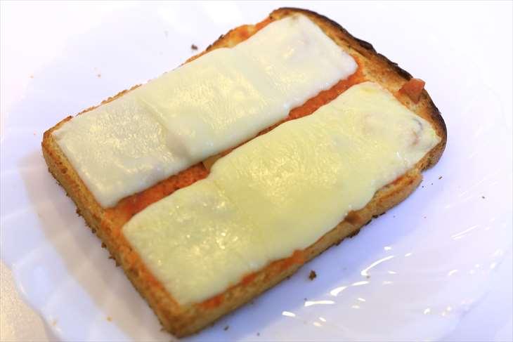 トップバリュ ベストプライス とろけるスライスチーズと雪印とろけるスライスチーズ